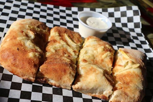 Cheese-Jalepeno-Stuffed-Bread-Smokin-Oak-Pizza