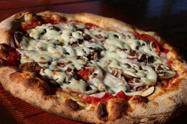The-Classic-Pizza-Smokin-Oak-Wood-Fired-Pizza